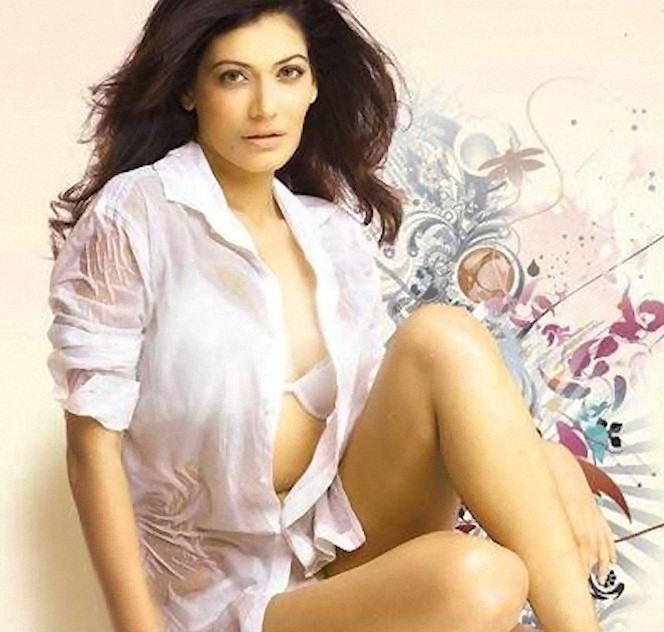 See-Thru Bollywood Actresses | Masala4u's Video Blog