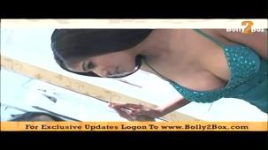Poonam Pandey shows deep 08