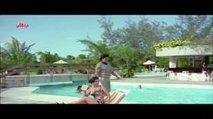 Meenakshi_Swimsuit_Jeetendra, Meenakshi Seshadhri, Hoshiyar - Scene 2_13 - YouTube(5)[(000501)20-25-42]