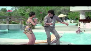 Meenakshi_Swimsuit_Jeetendra, Meenakshi Seshadhri, Hoshiyar - Scene 2_13 - YouTube(5)[(000594)20-26-04]