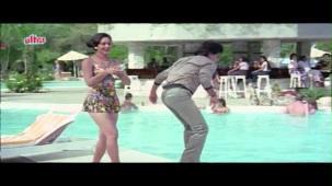 Meenakshi_Swimsuit_Jeetendra, Meenakshi Seshadhri, Hoshiyar - Scene 2_13 - YouTube(5)[(000671)20-26-15]