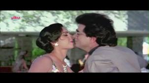 Meenakshi_Swimsuit_Jeetendra, Meenakshi Seshadhri, Hoshiyar - Scene 2_13 - YouTube(5)[(001445)20-27-35]