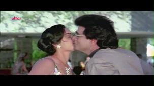 Meenakshi_Swimsuit_Jeetendra, Meenakshi Seshadhri, Hoshiyar - Scene 2_13 - YouTube(5)[(001446)20-27-43]