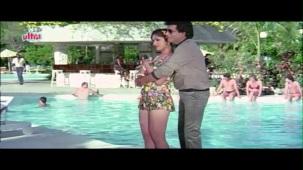 Meenakshi_Swimsuit_Jeetendra, Meenakshi Seshadhri, Hoshiyar - Scene 2_13 - YouTube(5)[(001536)20-27-57]