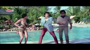 Meenakshi_Swimsuit_Jeetendra, Meenakshi Seshadhri, Hoshiyar - Scene 2_13 - YouTube(5)[(001603)20-28-08]