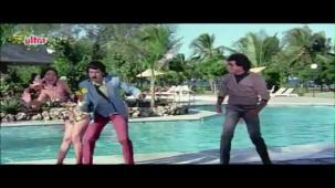 Meenakshi_Swimsuit_Jeetendra, Meenakshi Seshadhri, Hoshiyar - Scene 2_13 - YouTube(5)[(002256)20-28-42]