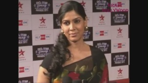 Hot Sakshi Tanwar in Open Back Black Blouse - YouTube[19-18-31]