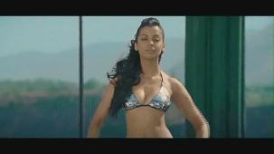 Fashion - Mugdha Godse's Bikini Ramp Walk HD - YouTube(2)[(000399)20-40-05]