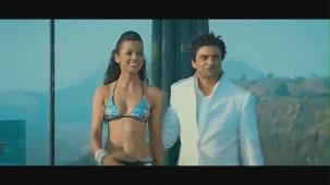 Fashion - Mugdha Godse's Bikini Ramp Walk HD - YouTube(2)[(002302)20-41-40]