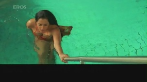 Hot n sexy Shweta Menon in swimsuit - Naan Avan Illai 2 - YouTube[(000392)20-47-50]