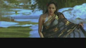 Hot n sexy Shweta Menon in swimsuit - Naan Avan Illai 2 - YouTube[(001405)20-49-11]