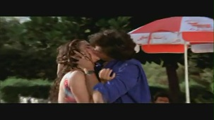 Mandakini and Karan Shah Kissing Scene - Apne Apne - Bollywood Forceful Kiss - YouTube(2)[(000215)20-20-54]
