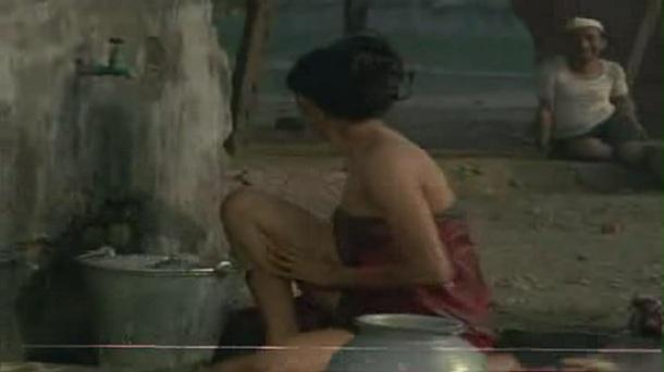 Smita Patil in _Chakra - YouTube(7).flv[(001584)20-24-33]