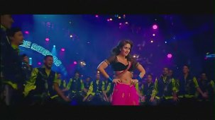 Halkat Jawani - Heroine Exclusive HD New Full Song Video feat. Kareena Kapoor - YouTube[(001488)19-16-29]