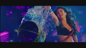 Halkat Jawani - Heroine Exclusive HD New Full Song Video feat. Kareena Kapoor - YouTube[(001610)19-16-42]