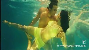 Lazy Lamhe - Song - Thoda Pyaar Thoda Magic - YouTube[(003918)14-05-07]