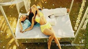 Lazy Lamhe - Song - Thoda Pyaar Thoda Magic - YouTube[(005709)14-08-08]