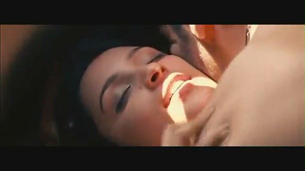 Parineeti Chopra kiss & sex scene[(002700)19-04-14]