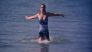 udita goswami swimsuit [720p-HD] & kissing with emraan hashmi -soniye (aksar 2006) - YouTube[(000116)13-06-07]