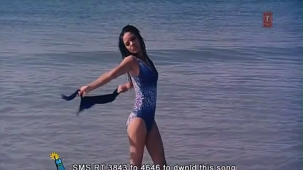 udita goswami swimsuit [720p-HD] & kissing with emraan hashmi -soniye (aksar 2006) - YouTube[(000557)13-06-53]