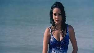 udita goswami swimsuit [720p-HD] & kissing with emraan hashmi -soniye (aksar 2006) - YouTube[(001304)13-08-17]