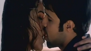 udita goswami swimsuit [720p-HD] & kissing with emraan hashmi -soniye (aksar 2006) - YouTube[(002014)13-08-54]