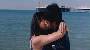 udita goswami swimsuit [720p-HD] & kissing with emraan hashmi -soniye (aksar 2006) - YouTube[(002054)13-08-59]