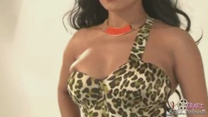 Hot Veena Malik MASSIVE Photoshoot Blunder! - YouTube(3)[20-06-29]