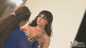 Hot Veena Malik MASSIVE Photoshoot Blunder! - YouTube(3)[20-07-42]