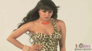 Hot Veena Malik MASSIVE Photoshoot Blunder! - YouTube(3)[20-09-08]