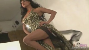 Hot Veena Malik MASSIVE Photoshoot Blunder! - YouTube(3)[20-09-45]
