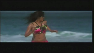 Priyanka Chopra hot in bikini Aitraaz - YouTube(2)[21-18-15]
