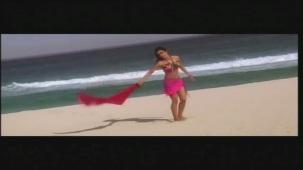 Priyanka Chopra hot in bikini Aitraaz - YouTube(2)[21-18-43]