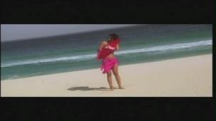 Priyanka Chopra hot in bikini Aitraaz - YouTube(2)[21-19-04]