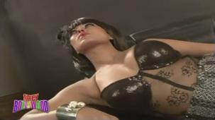 Sexiest Photoshoot Of Veena Malik!!! - YouTube(2)[(000463)20-10-34]