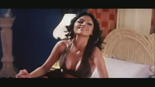 Sexy Sherlyn Chopra Kissing (Naughty Boy) - YouTube[(001043)20-19-52]