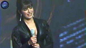 SHOCKING_ Priyanka Chopra shows CLEAVAGE - YouTube[(000126)19-20-13]