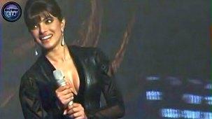 SHOCKING_ Priyanka Chopra shows CLEAVAGE - YouTube[(000148)19-20-18]