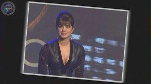 SHOCKING_ Priyanka Chopra shows CLEAVAGE - YouTube[(000799)19-21-02]