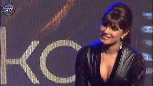 SHOCKING_ Priyanka Chopra shows CLEAVAGE - YouTube[(000871)19-21-10]