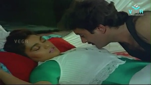 Silk Smitha Romance with Hero in a Song - Play Girls - YouTube[(004663)21-05-12]