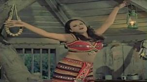 Tujhe Ek Ladki Mile Jawan - Romantic Song - Woh Main Nahin - YouTube[(000337)19-22-04]