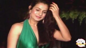 Amisha Patel Unbearable Wardrobe See Through - YouTube(2)[19-14-24]