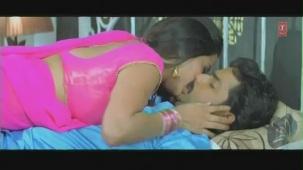 Cholia Mein Rasmalai-Censor Cut (Bhojpuri Hottest Video Song)Feat.Hot & Sexy Monalisa - YouTube[(000139)19-47-19]
