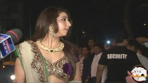 Krishika Lulla in Loose Blouse at Saif Kareena's Engagment - YouTube[(000708)20-47-30]