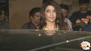 Krishika Lulla in Loose Blouse at Saif Kareena's Engagment - YouTube[(002609)20-46-58]