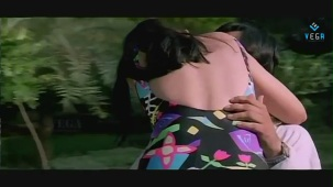 Swapnam-Back To Back Romantic Clip-3 - YouTube[(010811)20-59-12]