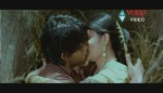 Allu Arjun Kiss scene With bhanusree In Varudu - YouTube(3)[(003146)20-13-40]