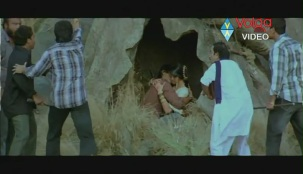 Allu Arjun Kiss scene With bhanusree In Varudu - YouTube(3)[(003697)20-14-09]