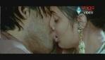 Allu Arjun Kiss scene With bhanusree In Varudu - YouTube(3)[(003874)20-14-18]